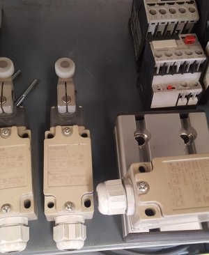 Omron D4B 1111N Limit Switch